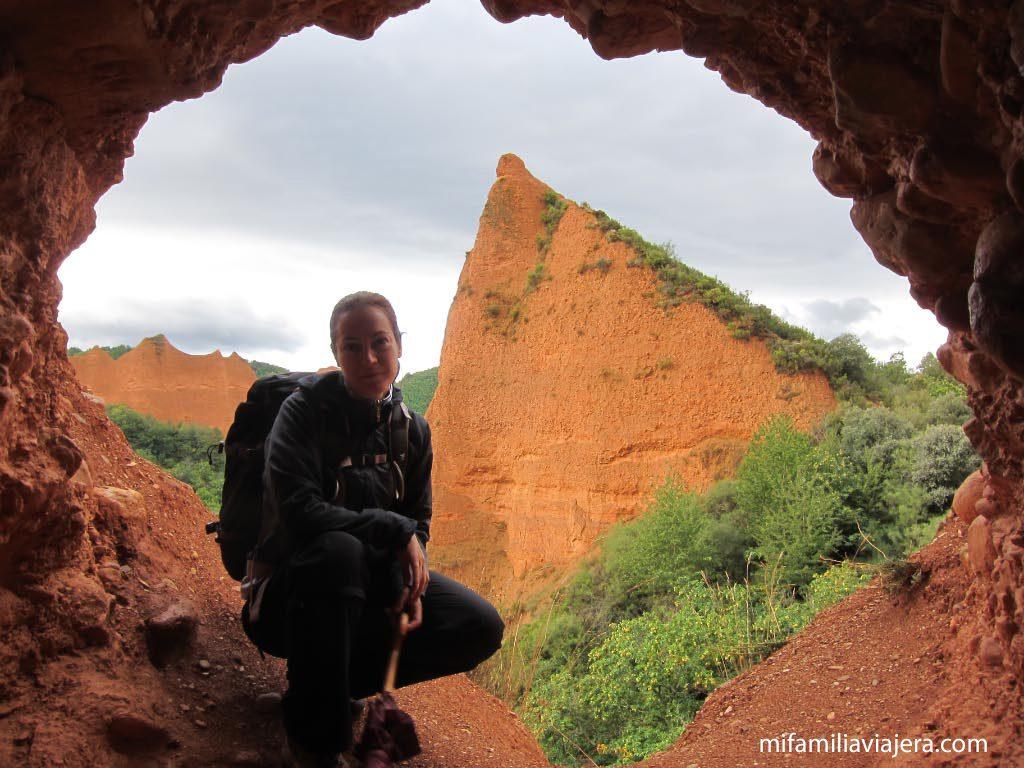 """Cueva """"La Cuevona"""""""