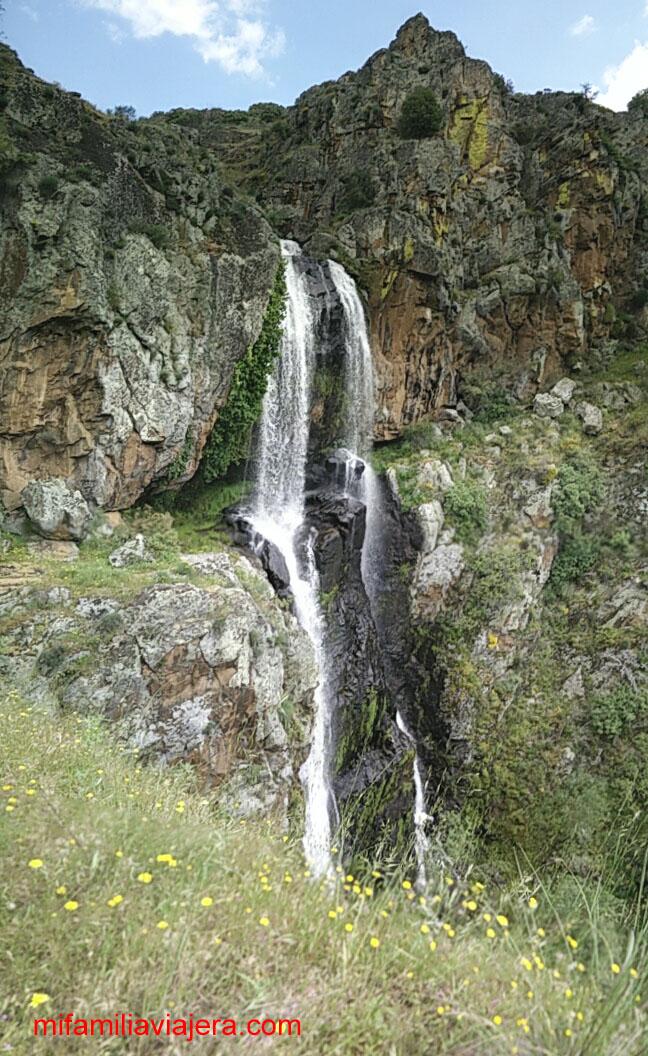 Cascada de la Falla de Agua Alta , Portugal