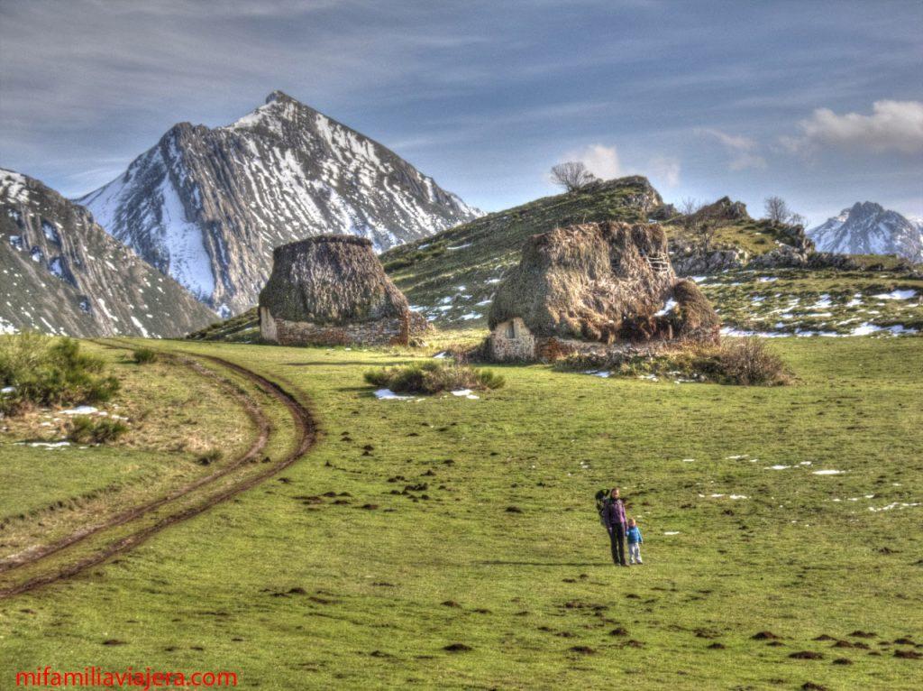 Senderismo con niños en Asturias Ruta de las Brañas, Saliencia, Asturias