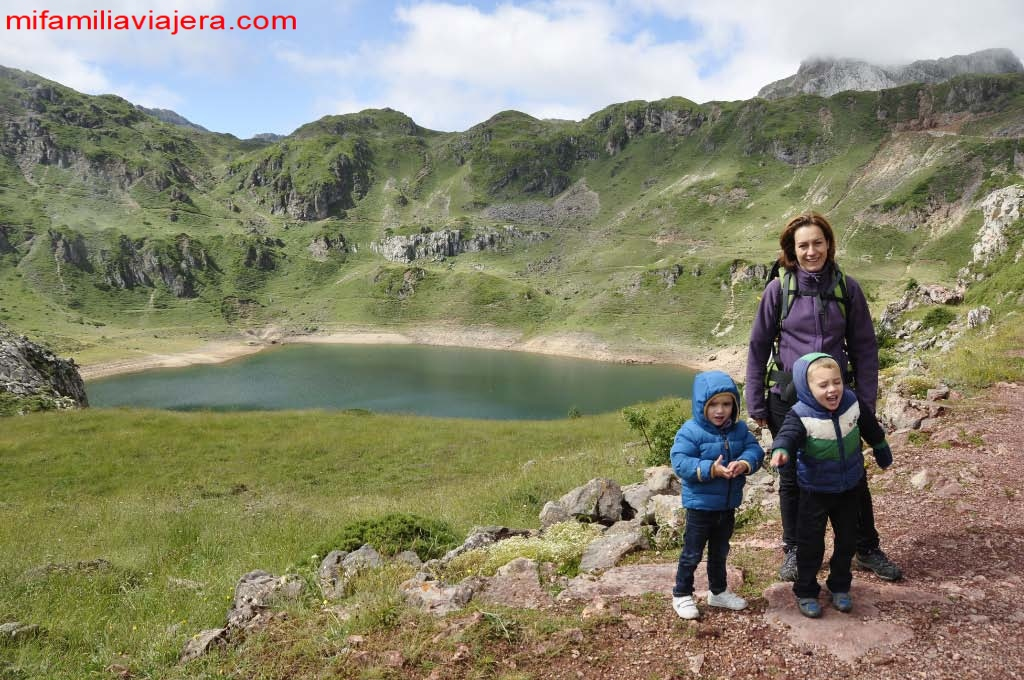 Lago Negro o de la Cueva