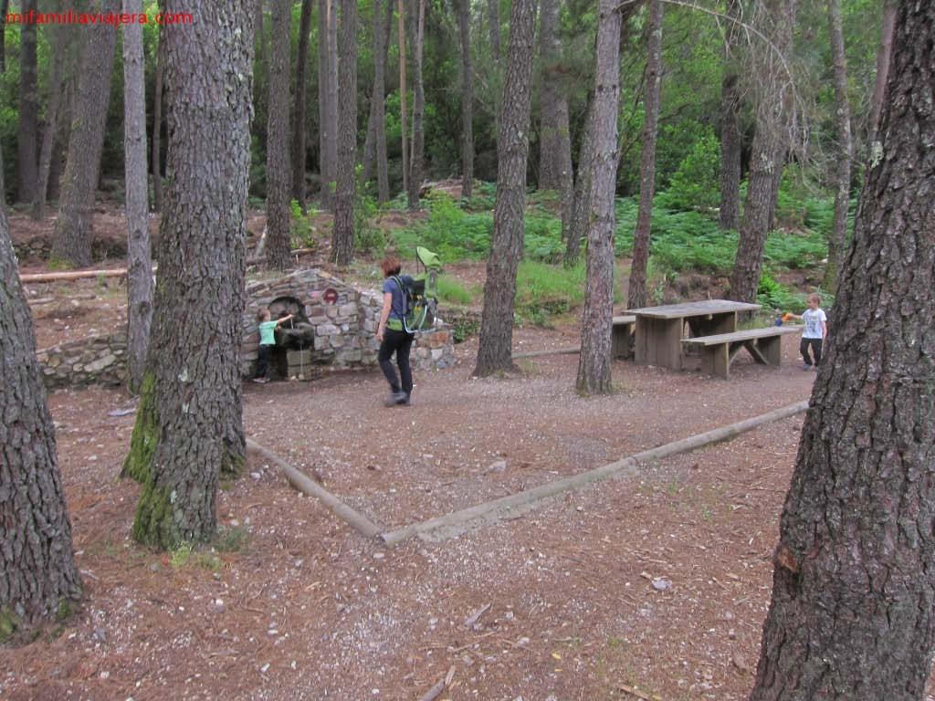 Área recreativa y fuente
