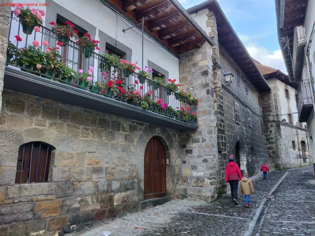 Selva de Irati, Casas de Irati, Virgen de las Nieves, Navarra