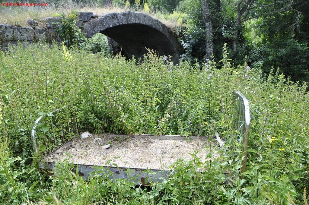 Puente de piedra y cama junto al Arroyo de San Benito