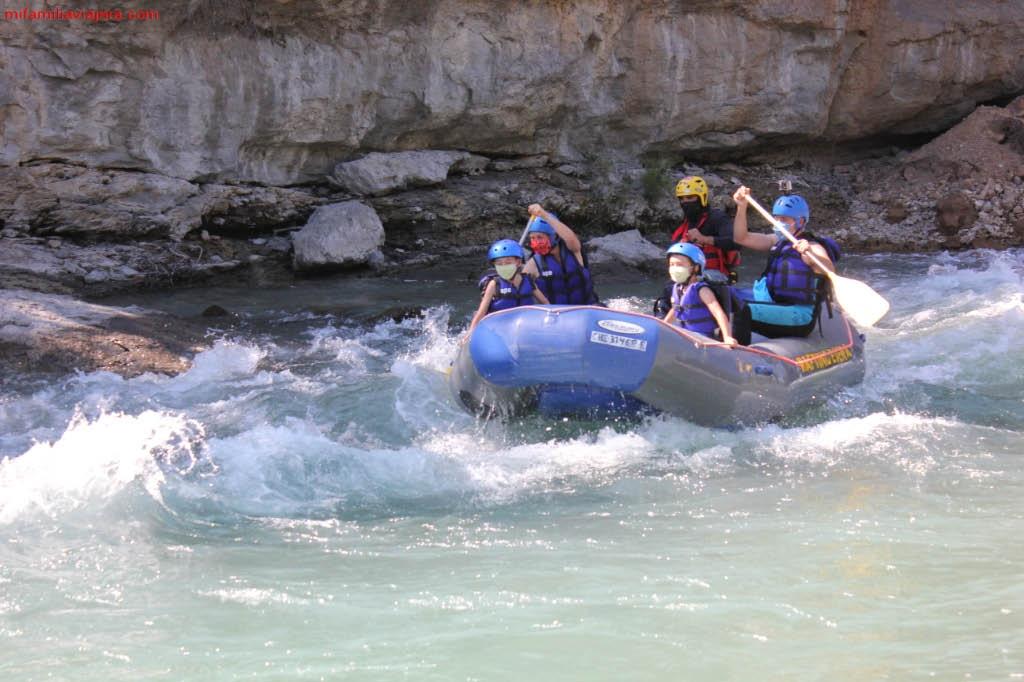 Rafting en el río Ésera
