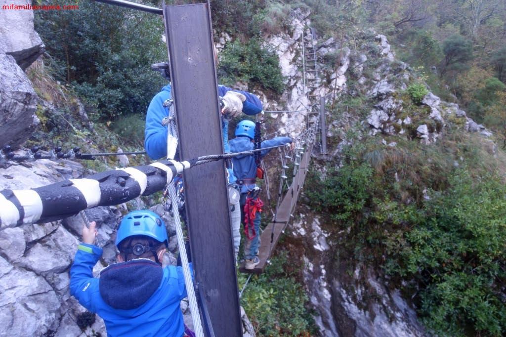 "Circuito 1 ""Puentes tibetanos + 2 tirolinas"" Vidosamultiaventura"