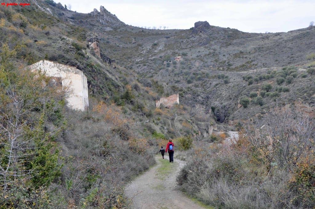 Sendero hacia la zona central de las casas mineras