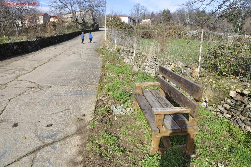 La senda cuenta con varias zonas de descanso