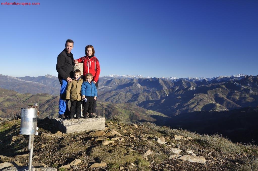 Cumbre del Pico Tres Concejos