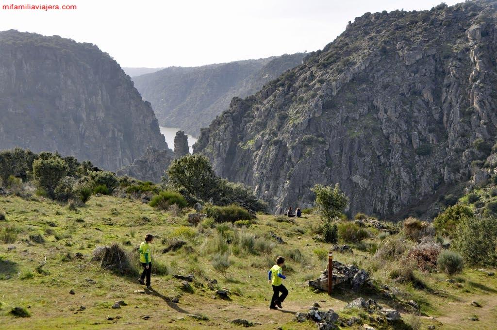 Sendero hacia el Mirador del Testero del Burro y la Cascada de las Lanchas de Aguas Bravas