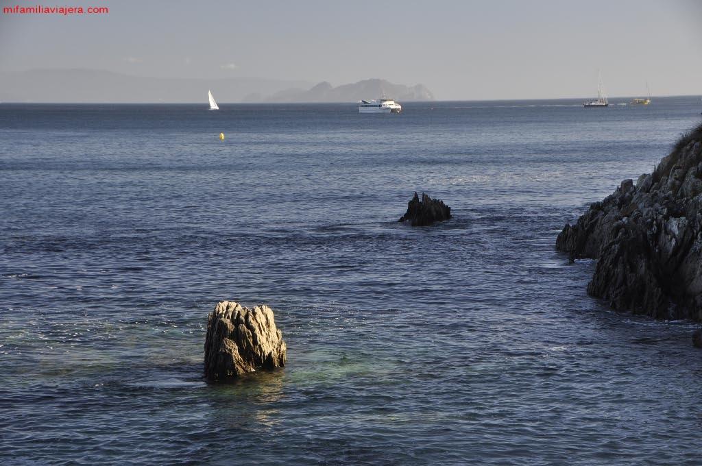 Barcos fondeados en la Isla de Ons