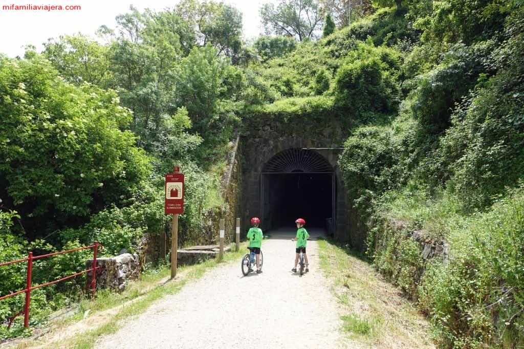 Entrada túnel iluminado de 200 m de Béjar