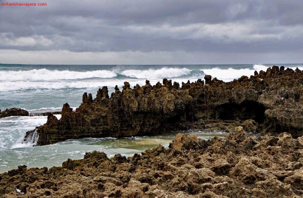 Pináculos rocosos de la playa de Amoreira