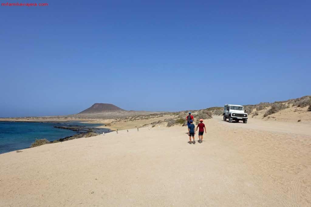 Taxi 4*4 trasladando turistas a playa Francesa