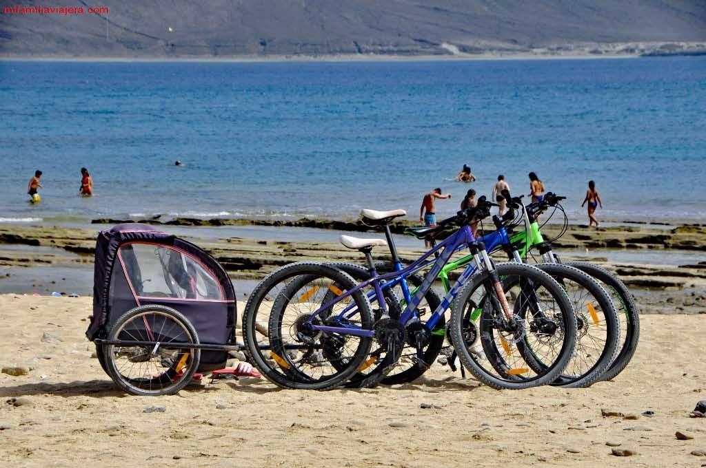 Bicis aparcadas en playa Francesa